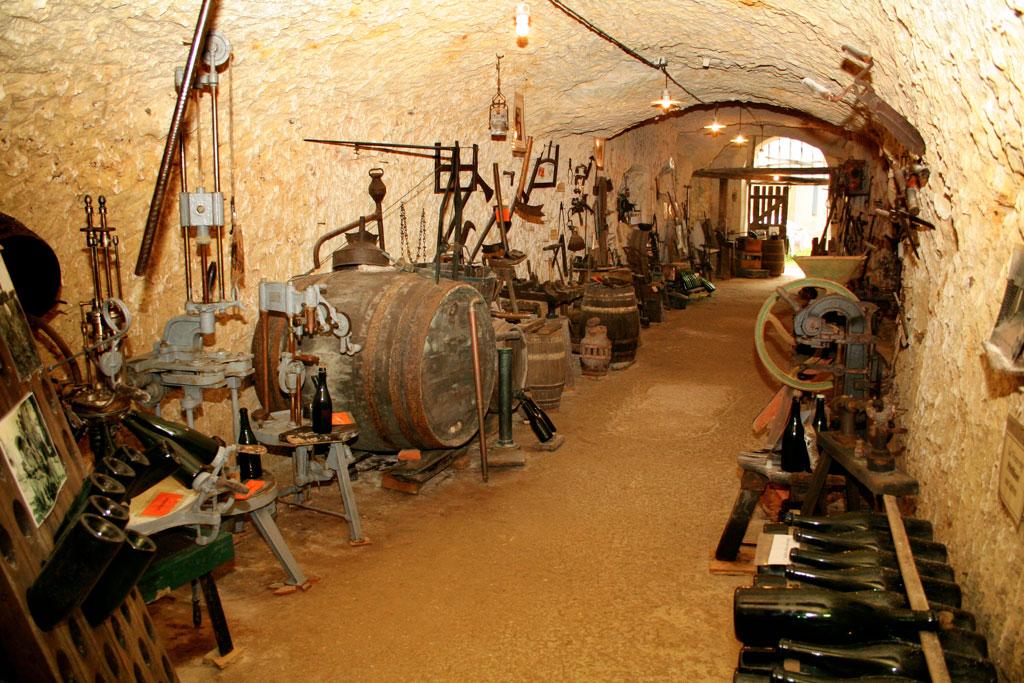 Cave A Vin Creusée musée de la vigne, du vin et de la tonnellerie